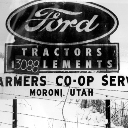 Ford Farmer's Co-Op road sign in Sanpete County
