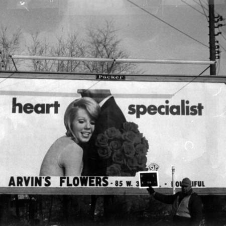 Arvin's Flowers road sign in Davis County