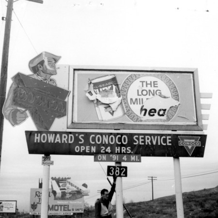Howard's Conoco road sign in Utah County