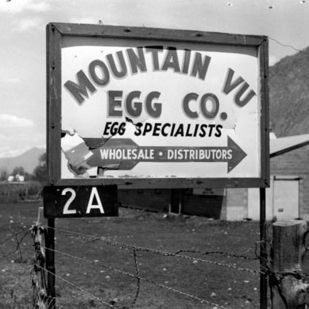 Mountain Vu Egg Company road sign in Utah County